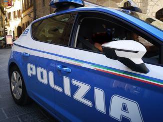 Denunciati due truffatori per acquisti con assegni rubati nel centro Italia