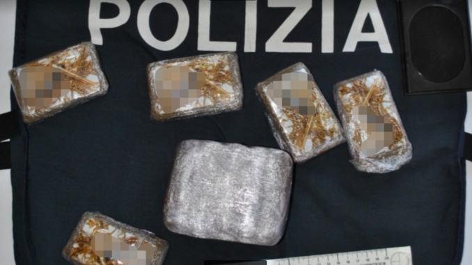 Polizia trova droga tra generi alimentari, controlli contenimento Covid19