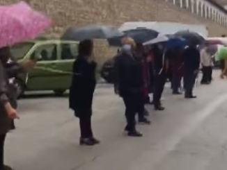 Una catena umana per dire no alla chiusura del pronto soccorso di Spoleto