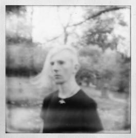 2014 - Hoppenlaufriedhof, aufgenommen mit einer defekten Polaroid-Kamera