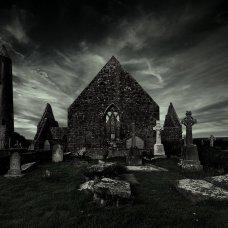 Friedhof und Kilmanock Abbey