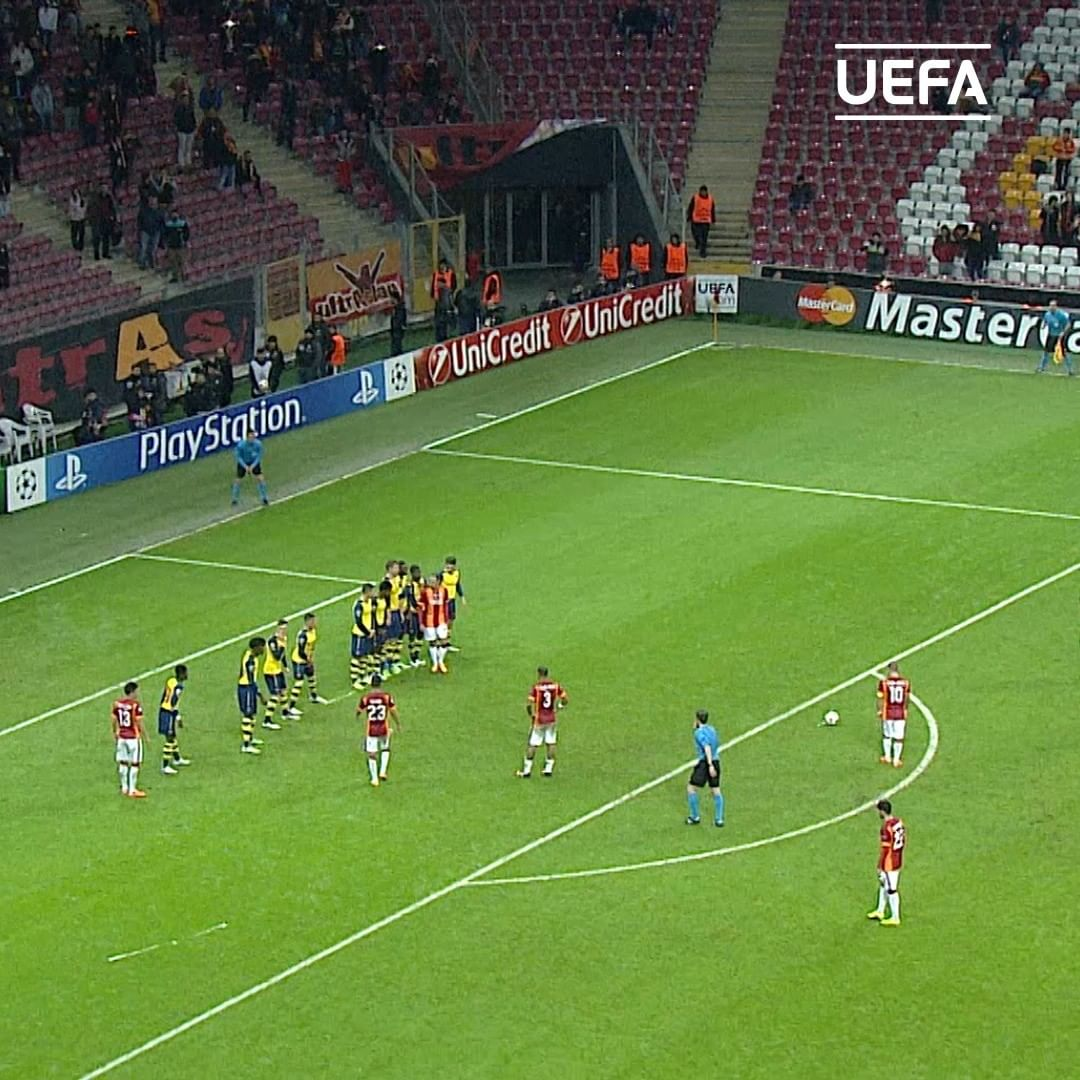 Your favourite Wesley Sneijder goal or assist = ______    ...