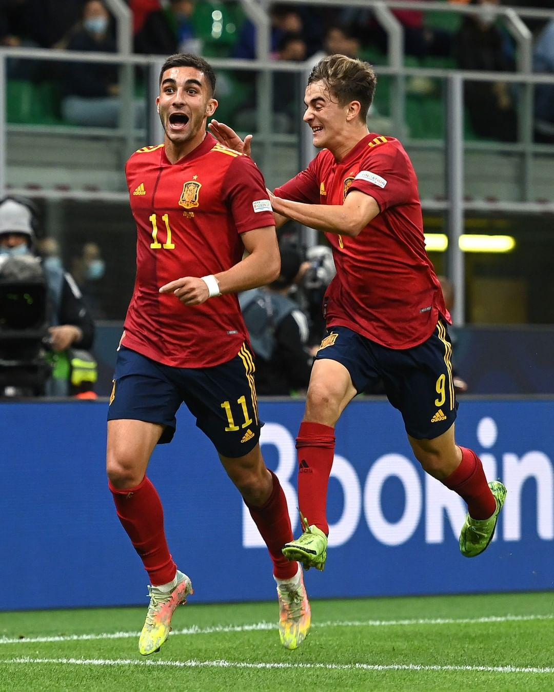 Ferran Torres at the double!  His 12th goal in 21 games for Spain   ...