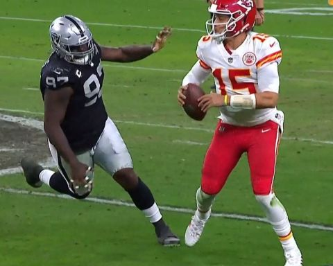Mahomes extends the play. The rookie finishes the drive.  :  on NBC : NFL app //...