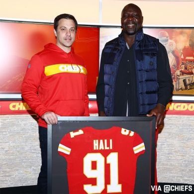 Tamba Hali signed a one-day contract and retired as a member of the Chiefs today...