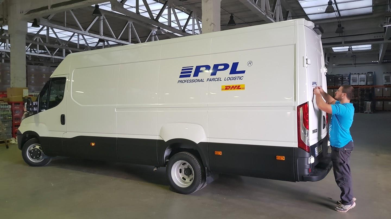 Instalace polepu vozu PPL
