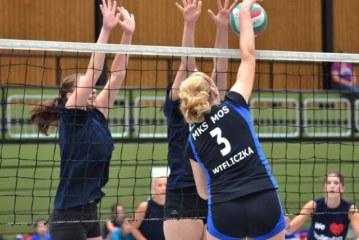 Hochbetrieb in vier Sporthallen beim 29. Internationen Jugend-Volleyball-Turnier des SuS Oberaden