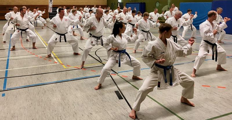 222 Teilnehmer aus ganz Deutschland beim 30. Sommerlehrgang des Karate Do Clubs Kamen/Bergkamen