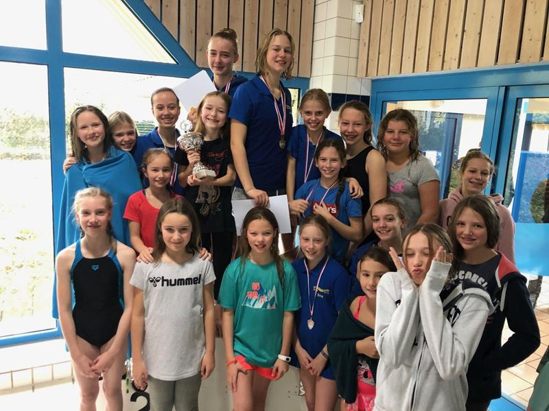 Spannende Schulmeisterschaften im Schwimmen