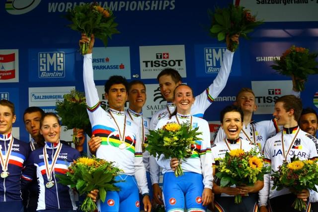 Il quartetto azzurro campione del mondo sul podio in Austria (foto Scanferla)