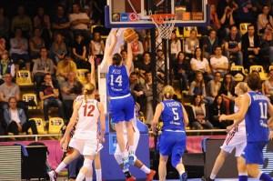 Il canestro della Ress che all'ultimo secondo regala il passaggio al secondo turno di EuroBasket 2013