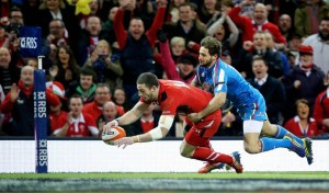 Alex Cuthbert scores the opening try despite Angelo Esposito 1/2/2014