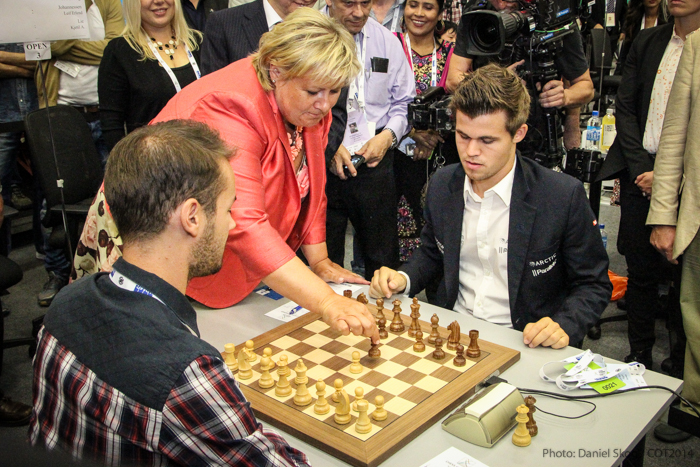 rime-minister-of-norway-erna-solberg-taking-the-first-second-move-for-magnus-carlsen-in-the-10th-round-of-the-chess-olympiad.jpg