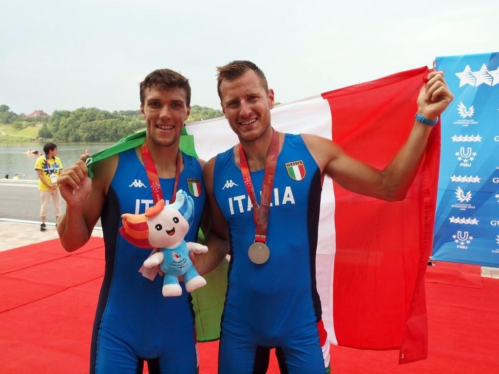Il due senza Ferrarese Ustolin vincitore della medaglia d'argento alle Universiadi 2015