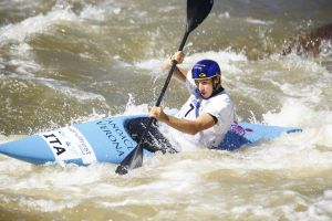 International race di canoa slalom, Ivaldi e Colazingari in luce