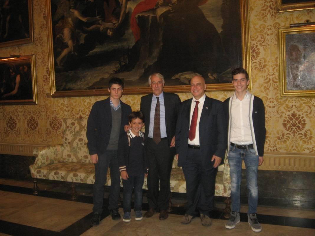 Francesco Rambaldi, Luca Moroni e Andrea Rindone con il Sindaco Pisapia e il presidente della FSI Pagnoncelli, Mondiale giovanili scacchi