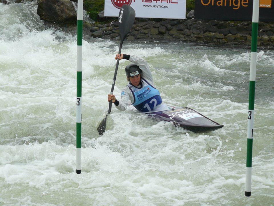 Stefanie Horn in azione agli Europei di Canoa Slalom in Slovacchia