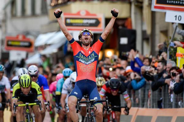 Vincenzo Nibali a Sanremo scrive una pagina di ciclismo eroico