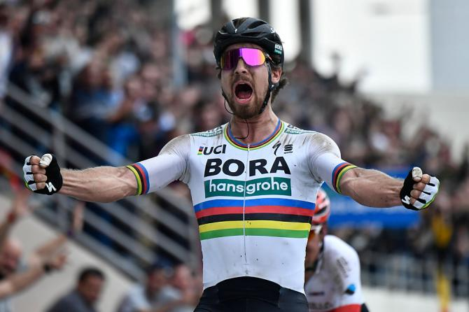 Peter Sagan fuga all'antica per domare la Roubaix ed entrare nella storia