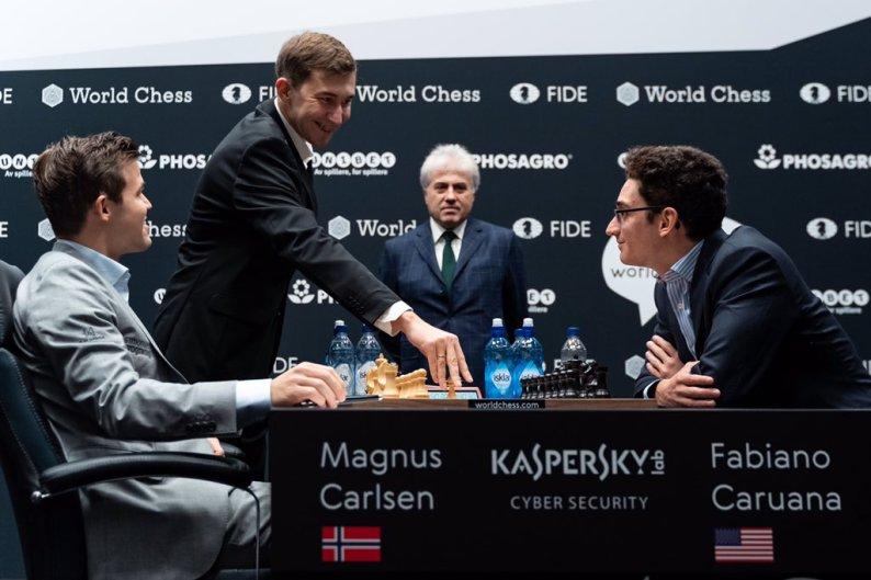 Mondiale Scacchi, Carlsen e Caruana pareggio infinito