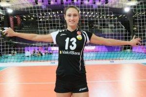 Foto FIVB: Christiane Fürst ist am Netz nicht zu bremsen und feiert mit Vakifbank Istanbul Siege wie am Fließband