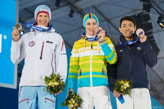 Sotchi 2014: Nordische Kombination - Siegerehrung mit Magnus Krog (NOR), Erik Frenzel (GER), Akito Watabe (JAP - v.l.) - Foto: Sochi 2014 Olympic Winter Games
