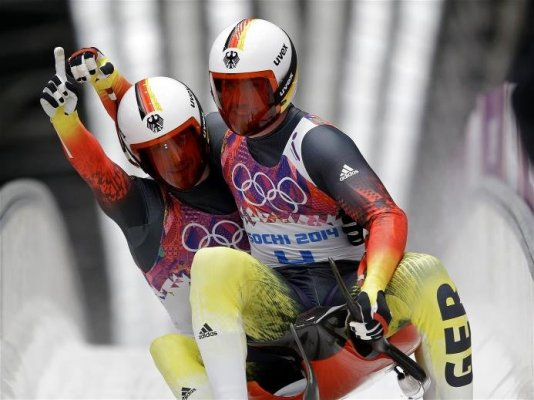 Olympia Sotchi 2014: Rennschlitten - Die Olympiasieger im Doppelsitzer Tobias Arlt und Tobias Wendl - Foto: Sochi 2014 Olympic Winter Games