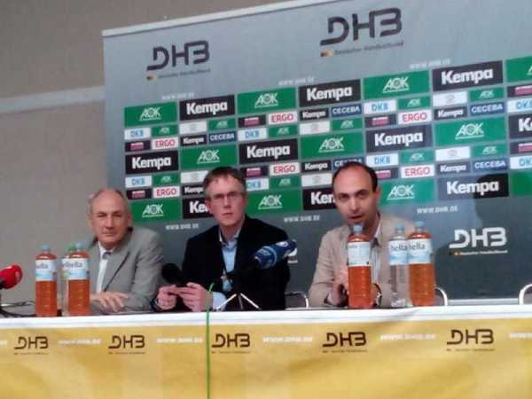 WM-Playoff: DHB-Vizepräsident Bob Hanning im SPORT4Final-Interview - Bernhard Bauer, DHB-Pressechef Tim Oliver Kalle, Bob Hanning (v.l.) - Foto: SPORT4Final