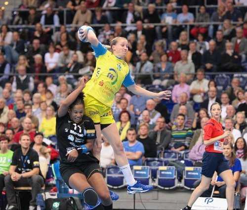 Handball Champions League, HC Leipzig vs. RK Krim Mercator am 26.10.2014 in Leipzig - Saskia Lang (18) - Foto: Sebastian Brauner