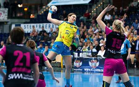 Handball DHB-Pokal, HC Leipzig vs. TuS Metzingen am 06.01.2016 in Leipzig - Karolina Kudlacz-Gloc (14) - Foto: Sebastian Brauner