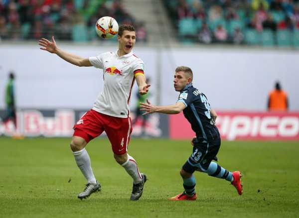 Deutsche Bundesliga, RasenBallsport Leipzig vs. TSV 1860 Muenchen - Willi Orban (RB Leipzig) und Levet Aycicek (1860) - Foto: GEPA pictures/Roger Petzsche