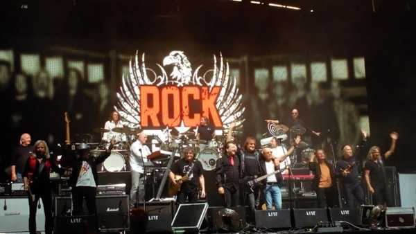 "Rocklegenden Puhdys, City, Karat im ""Champions-League-Konzert"" in Leipzig - Foto: SPORT4FINAL"
