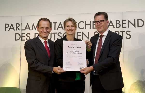 "Olympia - DOSB: Britta Heidemann ""Botschafterin Sport für Entwicklung"" - Alfons Hörmann (li.) und Dr. Gerd Müller (re.) - Foto: camer4/Eberhard Thonfeld"
