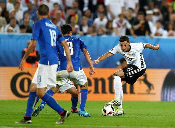 Mesut Özil (Deutschland) – Fussball EM 2016: Aktion während der UEFA EURO 2016 Viertelfinalspiel zwischen Deutschland und Italien am 2. Juli 2016 in Bordeaux, Frankreich. Foto: Alexander Hassenstein / Getty Images