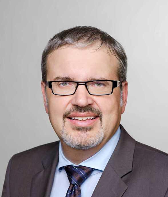 """Prof. Dr. Christoph Kaserer - TU München: """"UEFA Financial Fairplay"""" begünstigt reiche Fußballvereine - Foto: TU München"""