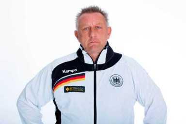 """Ladies""-Bundestrainer Michael Biegler - SC DHfK Leipzig: Michael Biegler und Andre Haber folgen Christian Prokop - Foto: Sascha Klahn/DHB"