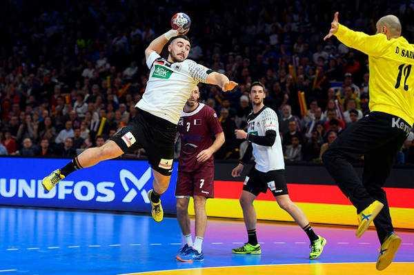 """Jannik Kohlbacher (Deutschland) und Daniel Saric (Katar) - Handball WM 2017 Kommentar: Nach """"bad boys"""" Realitäts-Gewinn volle Konzentration auf Frauen-Weltmeisterschaft - Foto: France Handball"""