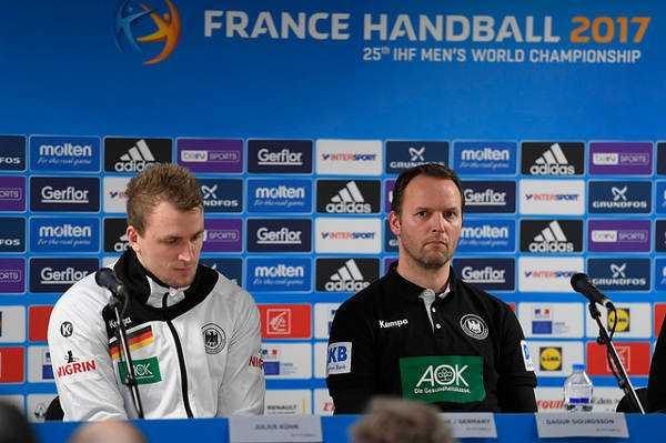 """Julius Kühn und Dagur Sigurdsson in der Pressekonferenz - Handball WM 2017: Dagur Sigurdsson vor deutscher Presse: """"Größte Enttäuschung als Bundestrainer"""" - Foto: France Handball"""