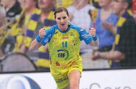 HC Leipzig: Karolina Kudlacz-Gloc mit Nachwuchs im Juni 2017 - Foto: Sebastian Brauner