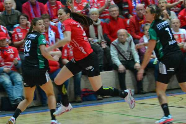 "Iveta Luzumova - Thüringer HC mit Kantersieg gegen VfL Oldenburg. Iveta Luzumova ""Matchplayer"" - Foto: Hans-Joachim Steinbach"