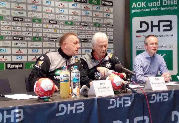 Michael Biegler, Wolfgang Sommerfeld und Tim Oliver Kalle - Handball WM 2017 Deutschland - DHB-Pressekonferenz am 7. Dezember 2017 in Leipzig - Foto: SPORT4FINAL