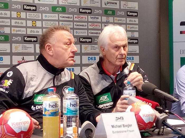 Michael Biegler, Wolfgang Sommerfeld - Handball WM 2017 Deutschland - DHB-Pressekonferenz am 7. Dezember 2017 in Leipzig - Foto: SPORT4FINAL