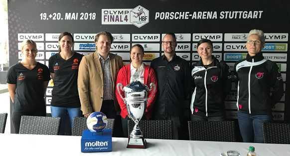 DHB Pokal Final4 – Pressegespräch: Anouk Nieuwenweg u. Manuela Brütsch (BWV), Christoph Wendt (HBF-Geschäftsführer), Anna Loerper u. Martin Albertsen (BBM) sowie Jasmina Jankovic u. Edina Rott (MET) (v.l.n.r.) - Foto: HBF