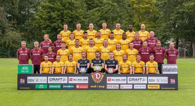 Dynamo Dresden - Fußball 2. Bundesliga - SGD - Saison 2018/2019 - Hintere Reihe von links: Philip Heise (16), Lucas Röser (9), Jannik Müller (18), Sören Gonther (26), Pascal Testroet (37), Erich Berko (40), Rico Benatelli (8) - 2. Reihe von oben von links: Tobias Lange, Alexander Schurig (Physiotherapeuten), Marius Hauptmann (35), Osman Atilgan (15), Niklas Kreuzer (7), Aias Aosman (10), Moussa Koné (14), Felix Schimmel (Co-Trainer), Dietmar Preußer (Zeugwart) - 3. Reihe von oben von links: Uwe Neuhaus (Cheftrainer), Peter Németh (Co-Trainer), Philippe Hasler (Athletiktrainer), Jannis Nikolaou (4), Dario Dumic (3), Florian Ballas (23), Marco Hartmann (6), Brian Hamalainen (31), Haris Duljevic (11), Branislav Arsenovic (Torwarttrainer), Matthias Lust (Co-Trainer), Sascha Lense (Sportpsychologe) - Untere Reihe von links: Vasil Kusej (32), Justin Löwe (34), Patrick Möschl (22), Tim Boss (21), Patrick Wiegers (24), Markus Schubert (1), Patrick Ebert (20), Baris Atik (28), Sascha Horvath (29) - Foto: SGD/Steffen Kuttner