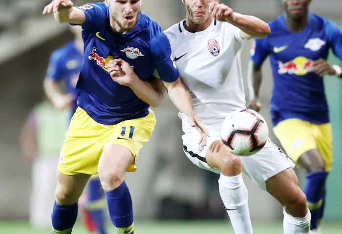 UEFA Europa League, FK Sorja Luhansk vs. RasenBallsport Leipzig. Timo Werner (RB Leipzig) und Oleksandr Tymchyk (Luhansk). Foto: GEPA pictures/ Roger Petzsche