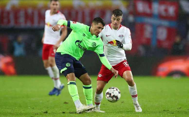 Fußball Bundesliga, RasenBallsport Leipzig vs. FC Schalke 04 - Alessandro Schoepf (Schalke) und Diego Demme (RB Leipzig) - Foto: GEPA pictures/Roger Petzsche