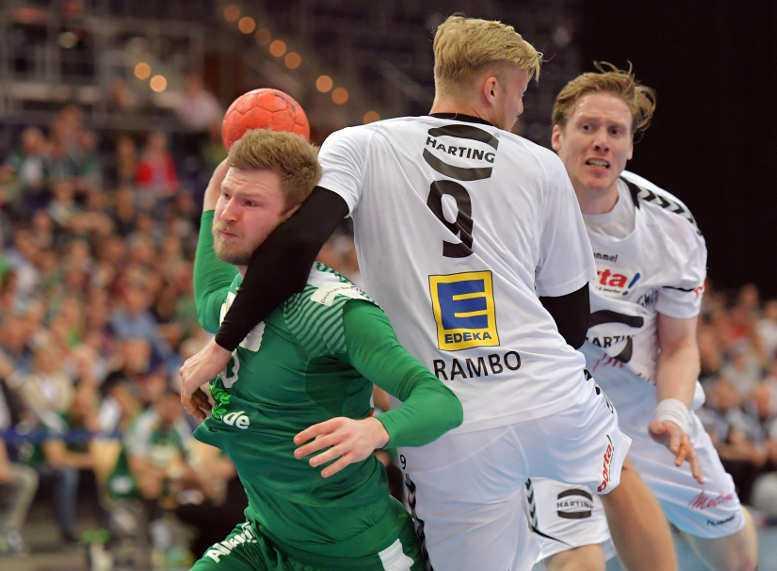 Philipp Weber (SC DHfK Leipzig) im Zweikampf mit Christoffer Rambo (GWD Minden) - Foto: Rainer Justen