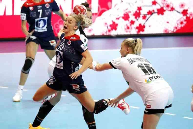 Handball WM 2019 - Stine Oftedal und Kim Naidzinavicius - Deutschland vs. Norwegen - Copyright: IHF