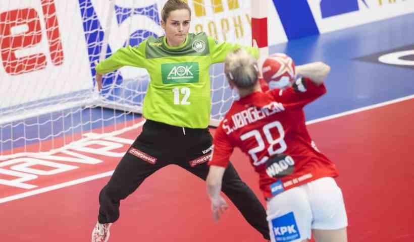 Handball WM 2019 - Dinah Eckerle und Stine Jörgensen - Dänemark vs. Deutschland - Copyright: IHF