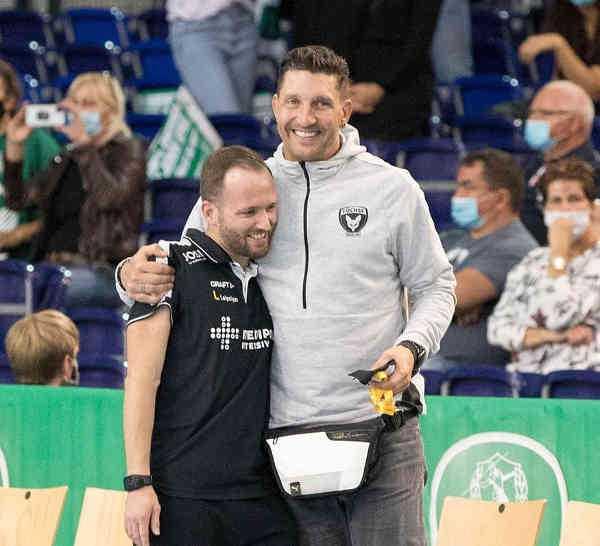 SC DHfK Leipzig Cheftrainer Andre Haber und Füchse-Sportvorstand Stefan Kretzschmar - Foto: Karsten Mann